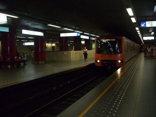 Metro to Heysell for the Atomium