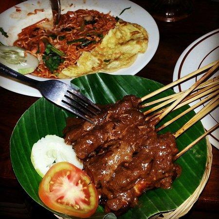 Warung Eny: Satay e mie goreng