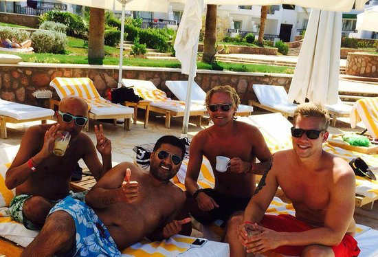 Hilton Sharm Waterfalls Resort: By the pool with Danish Guests
