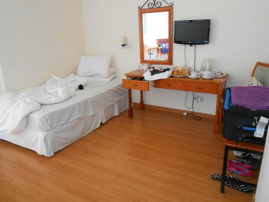Ascos Coral Beach Hotel: one part of the room