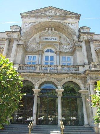Place de l'Horloge : Het Stadstheater