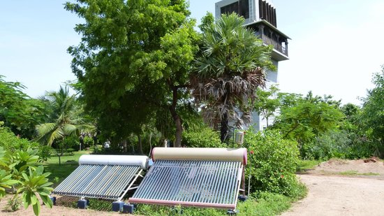 """The Dune Eco Village & Spa: Chambre """"Tower"""" et un chauffe-eau solaire"""