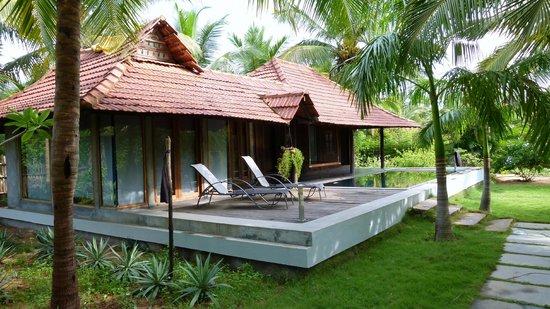 Villa pool de style du kerala picture of the dune eco village spa pondicherry tripadvisor for Villas in pondicherry with swimming pool