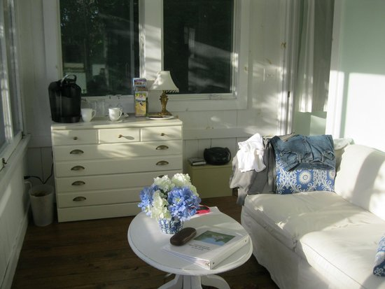 Bed and Breakfast Onanda by the Lake: The reading room.