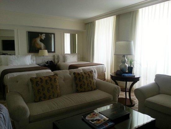 Acqualina Resort & Spa on the Beach: habitación doble