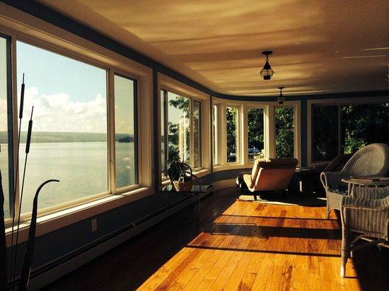 Steamboat Castle Bed & Breakfast : main floor lounge area