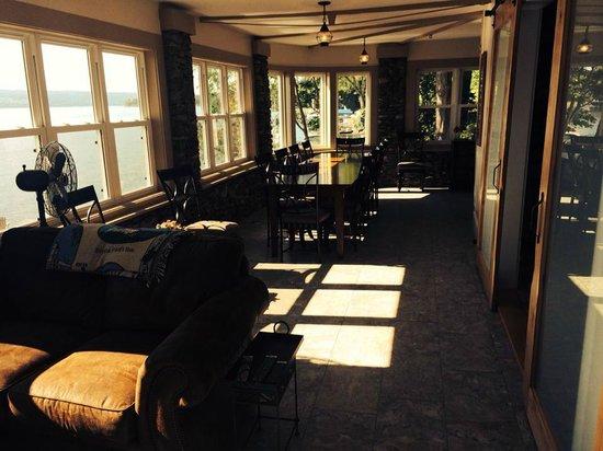 Steamboat Castle Bed & Breakfast : lower level, breakfast area - walk out to patio