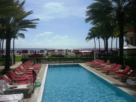Acqualina Resort & Spa on the Beach: Otra de sus hermosas piletas