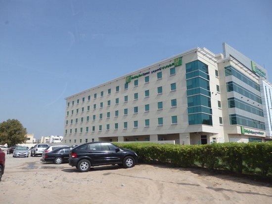 Holiday Inn Express Dubai Airport : ホテル外観