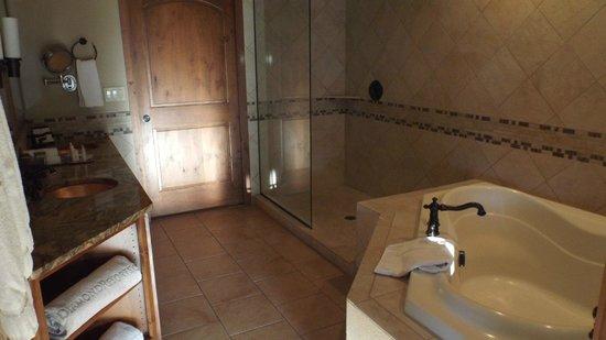 Sedona Summit Resort: bathroom one of two