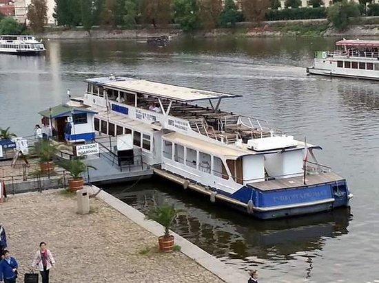 Jazz Boat: Le bateau