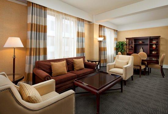 Sheraton Gunter Hotel San Antonio: Parlor Room