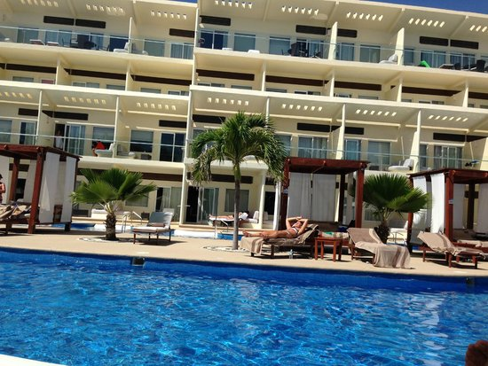 Azul Beach Resort Sensatori Mexico : Premium Pool area