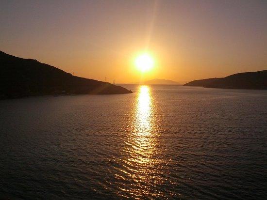 Eleni Studios: tramonto dal balconcino Rooms Eleni