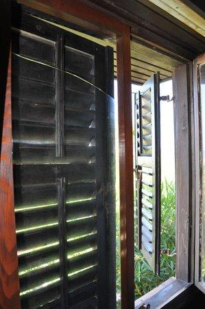 Turisticko Naselje Ada Bojana: Broken window glass, discovered the next day