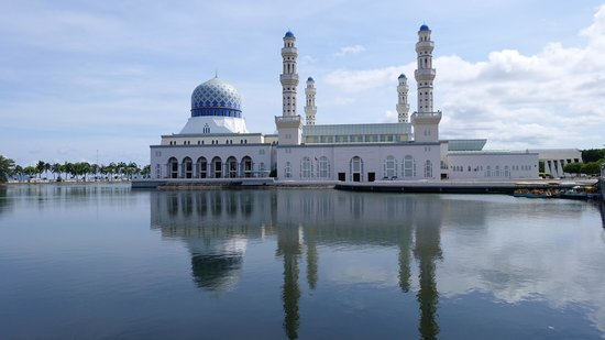 Kota Kinabalu City Mosque: 很美的水上清真寺....