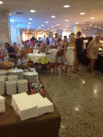 H·TOP Royal Star & SPA : Salle a manger surchargé