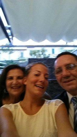 Mediterranean Bay Hotel: en el restaurante con el maitre amigable