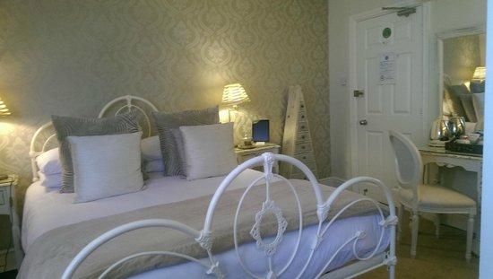 The Twenty One: Our bedroom (Room 6)