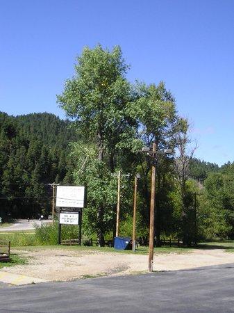 Black Hills Inn & Suites: Sign