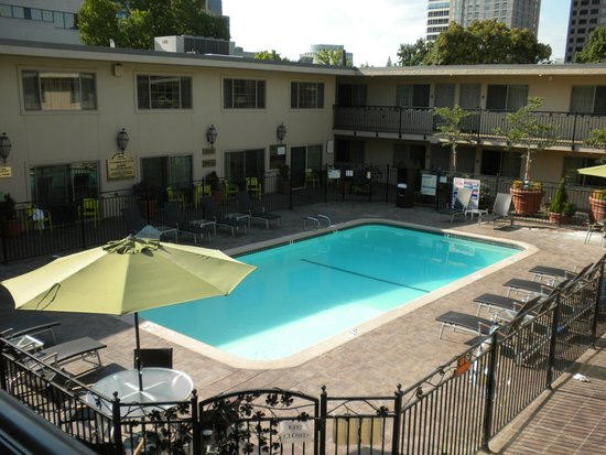 Best Western Plus Sutter House: Lovely pool/ patio area