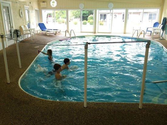 Alouette Beach Resort : indoor pool