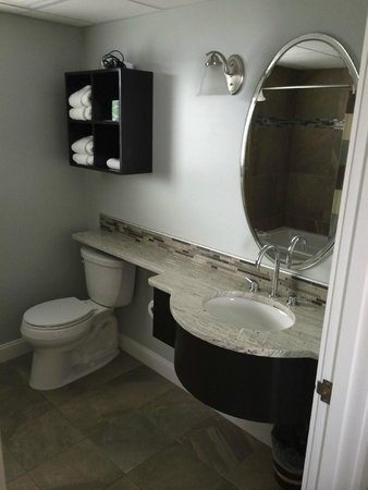 Alouette Beach Resort : the washroom