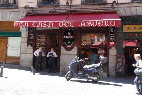 La Casa Del Abuelo : The main bar/restaurant.