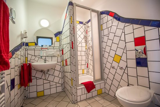 Arthotel Magdeburg: Arthotel bathroom