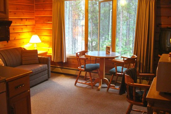 Jasper House Bungalows : Our cosy lounge