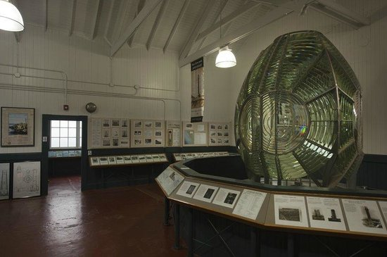 Point Arena Lighthouse : The 1908 First Order Fresnel Lens