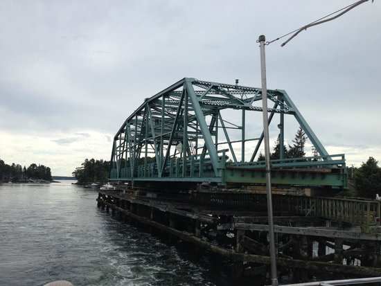 Cap'n Fish's Whale Watch: Swingbridge connecting mainland to Southport Island