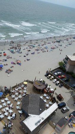 Sands Ocean Club Resort: View from our room Ocean Anne's below