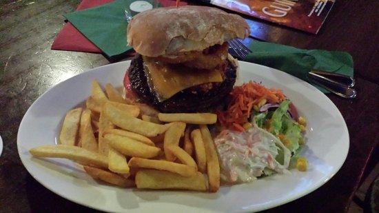 Kilians Irish Pub: Heart Attack Burger 12,90 €