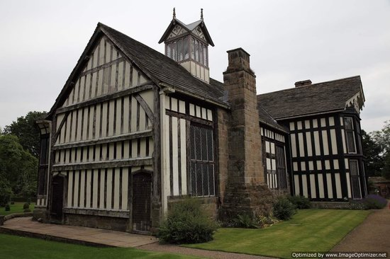 Rufford Old Hall: Outside the Medeval hall