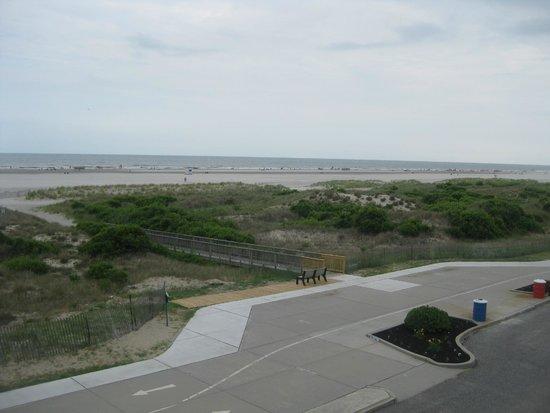 Fleur de Lis Beach Resort: Beach and dunes