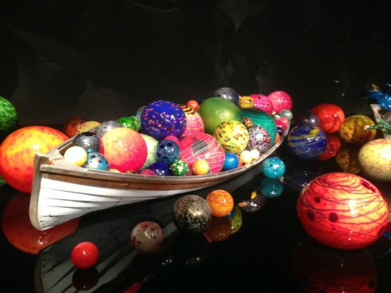 Jardín y cristal Chihuly: Boat filled with glass floats in the Exhitbition Hall