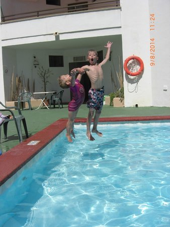 Apartamentos Marina : Kids enjoyed having the pool to themselves