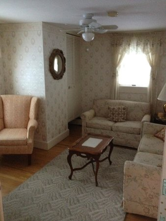 Schroon Lake Bed and Breakfast: Sitting room