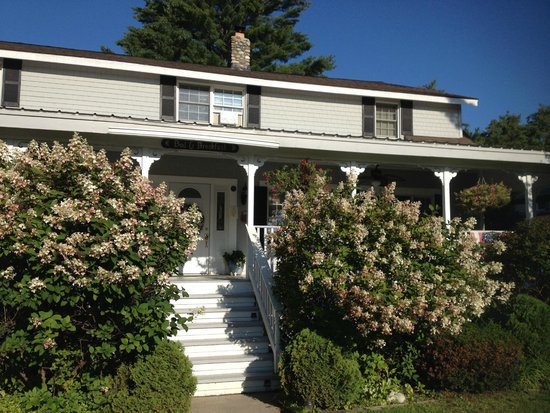 Schroon Lake Bed and Breakfast: Front of B&B