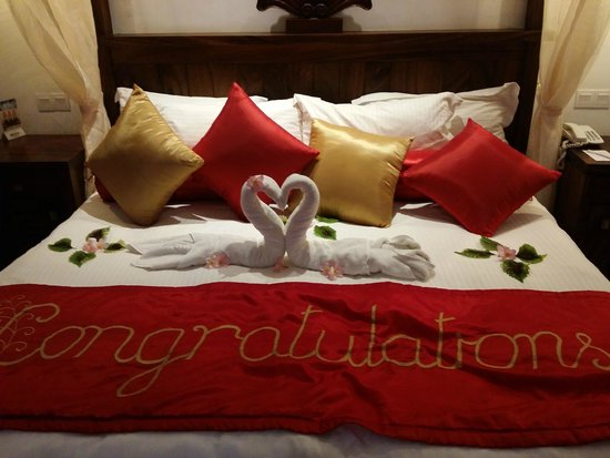 Royal Palms Beach Hotel : Beautiful bed decoration