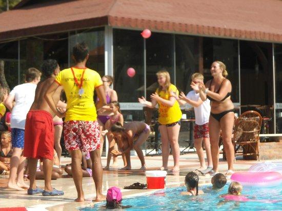 Telmessos Hotel: fun by the pool