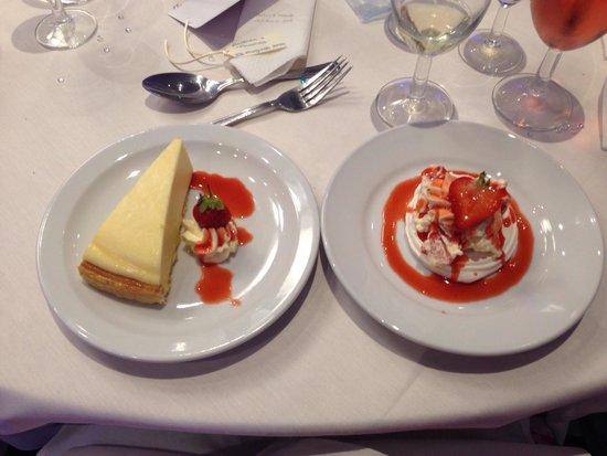 Park Inn by Radisson Bedford: Lovely wedding desserts!