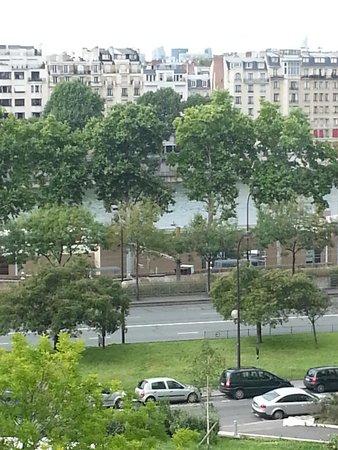 Mercure Paris Tour Eiffel Pont Mirabeau : View from our room looking toward the Seine