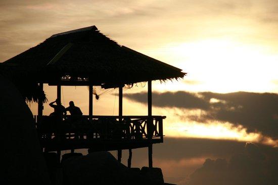Charm Churee Villa: l capanna per i massaggi sugli scogli...