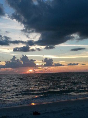 The Naples Beach Hotel & Golf Club : Sunset