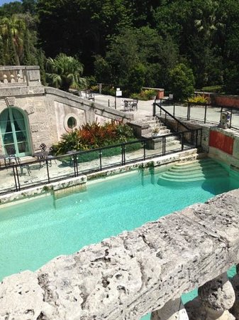 Vizcaya Museum and Gardens: pool next to the gift shop