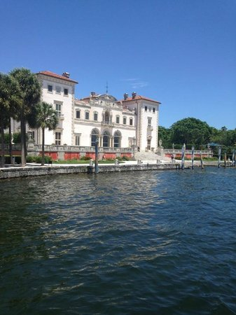 Vizcaya Museum and Gardens: manion view from Biscayne Bay