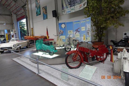 Auto & Technik Museum (Automobile and Technology Museum) : sala de motos