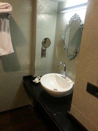 Hotel Posada Real Los Cinco Linajes: Baño